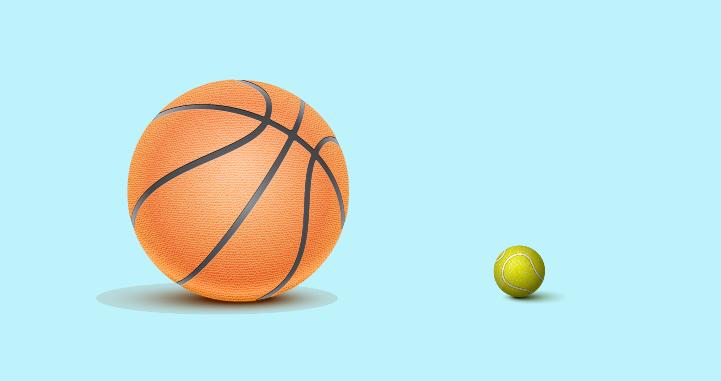 Membandingkan volume bola basket dengan bola tenis